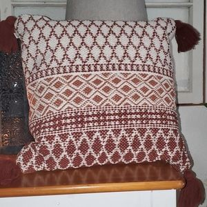 Hearth and hand toss pillow